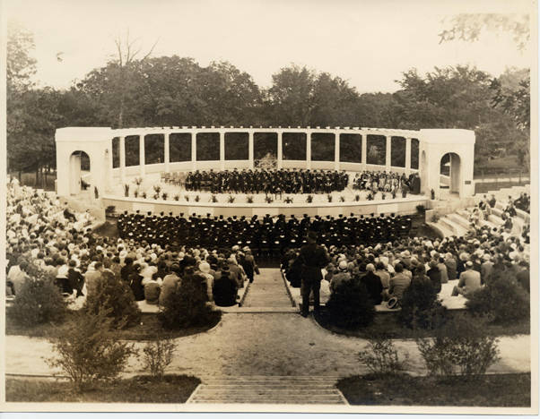 Commencement in the Greek Theater at the University of Arkansas, Fayetteville, 1933. Image from Special Collections, University of Arkansas Libraries, Fayetteville